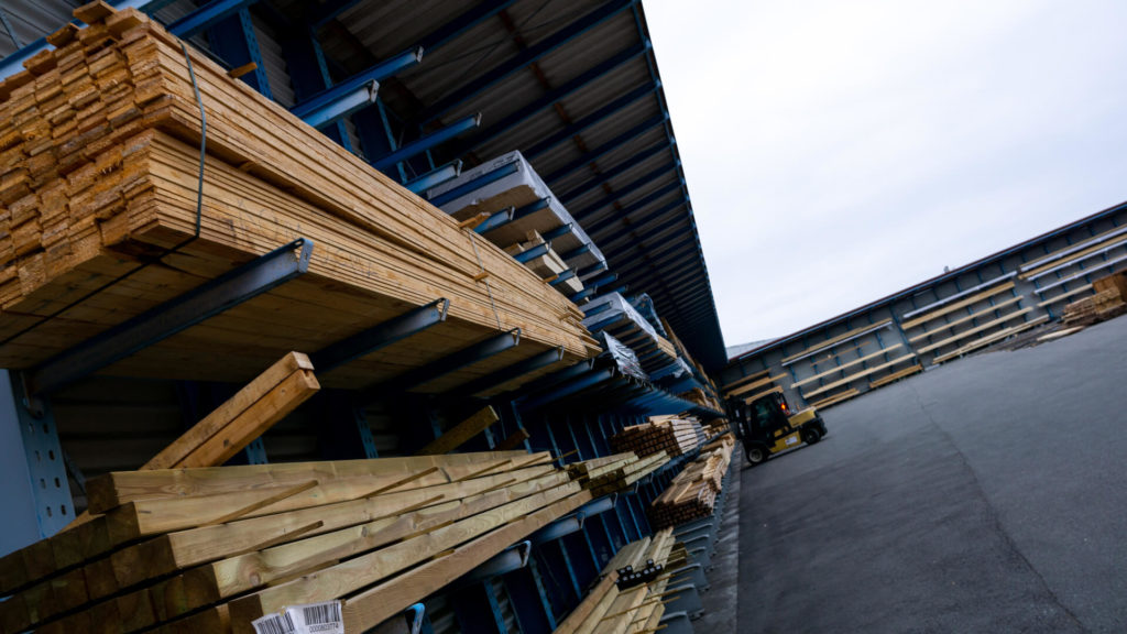 Buehler Holzfachmarkt Lager Platten von außen
