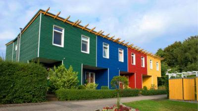 Fassade mehrfarbig Katalog mit Garten